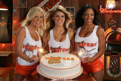 31482-hi-HootersGirls_Cake