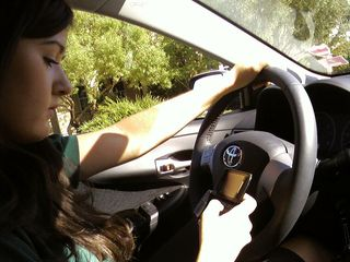 Texting-while-driving-by-flickr-user-ericathompson_100180305_m