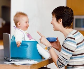 Talking-feeding-baby-photo-g-250-dv2064002
